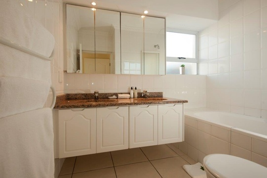 Bathroom, Hermanus Beach Front Lodge